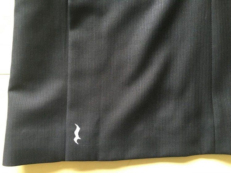 詹朴為蘇打綠設計的襯衫與外套各處繡上休止符等字樣。圖/BIOS提供