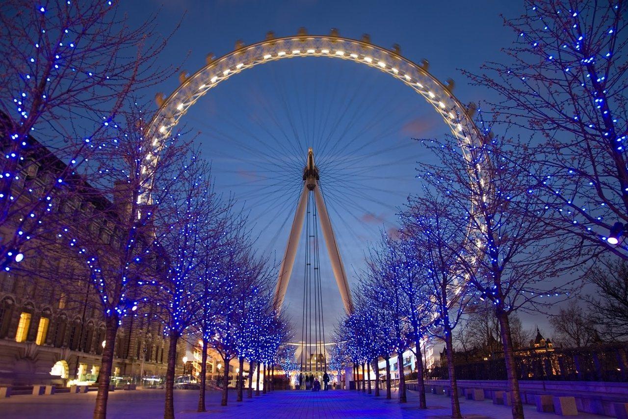 泰晤士河畔的倫敦眼,是爲千禧年量身定製的摩天輪。