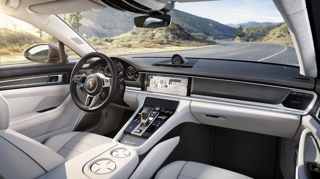 全新Panamera的內裝導入保時捷的未來化科技互動概念。 圖/Porsche提供