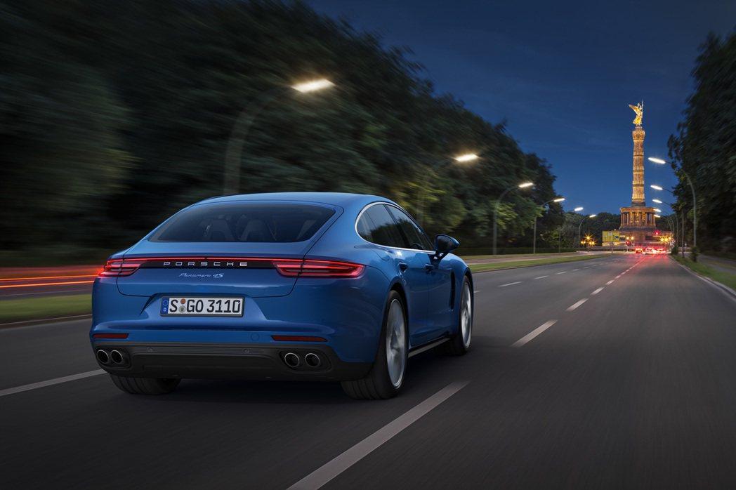 新一代Panamera極富動感的飛躍線及諸多獨特的設計元素顯現出其源自保時捷911的設計風格。 圖/Porsche提供