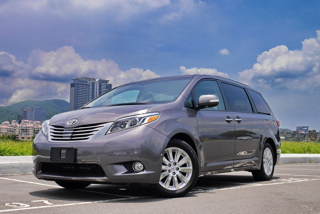 Toyota Sienna Litmited擁有更具質感及穩重的外型。 記者陳威...