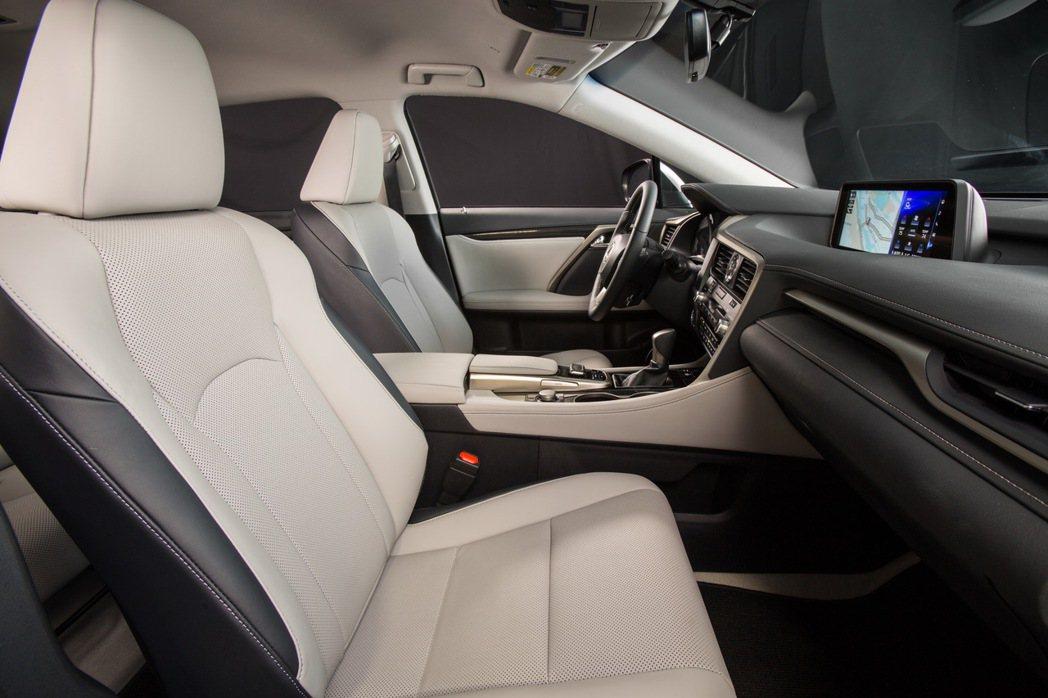 LEXUS RX休旅車內裝充滿科技感。 圖/LEXUS提供