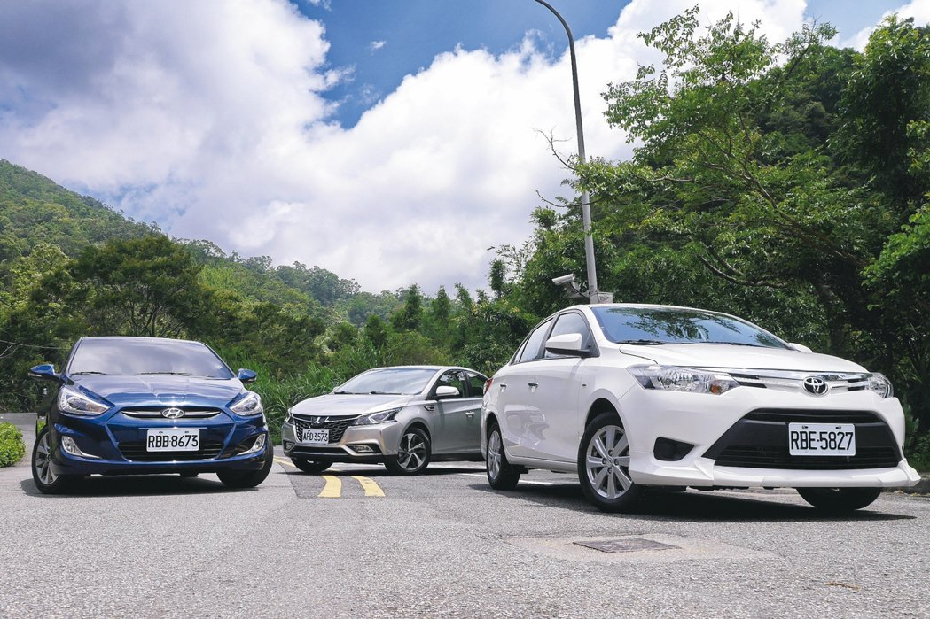 Hyundai Verna(左起)、Luxgen S3及Toyota Vios。...