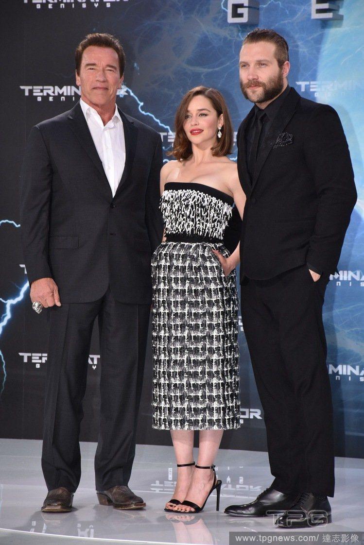 艾蜜莉亞克拉克穿Balenciaga洋裝宣傳《魔鬼終結者5:創世契機》。圖/達志...