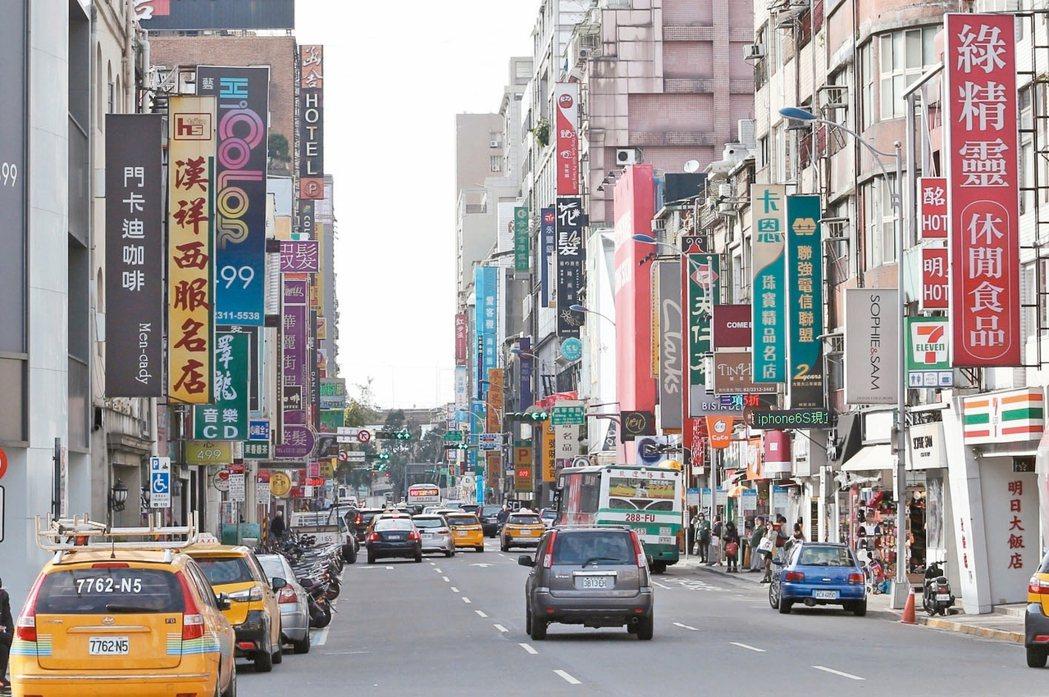 在經濟成長未盡理想、民間消費衰退下,也讓今年上半台北店面市場出現「空置率升高」、...