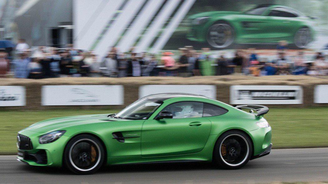 M.Benz全新AMG GT R搭載4.0升雙渦輪增壓V8引擎,僅需3.6秒即可...