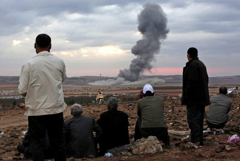敘利亞民主聯盟黨佔有的柯巴尼(Kobani)地區於2014年9月遭伊斯蘭國圍城失...