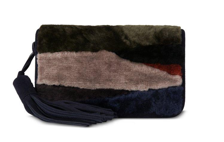 Allsaints Bansho翻羊毛肩背包,10,900元。圖/Allsain...