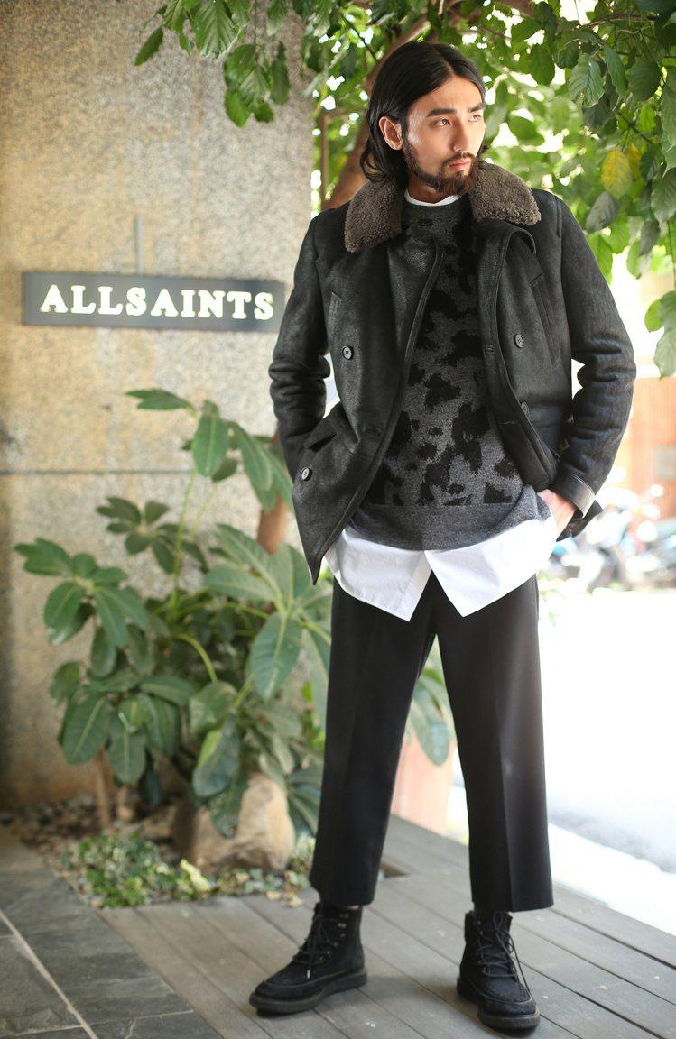 Allsaints男裝以較為寬鬆的剪裁搭配東洋風格的印花圖騰,表現既休閒又帶點後...