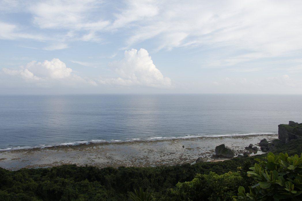 台灣之塔的方向正對著西南方,正是台灣的方向,許光輝說冥冥中已經注定這些台灣無名戰死者需要有一條指向歸鄉的路。 攝影/林吉洋