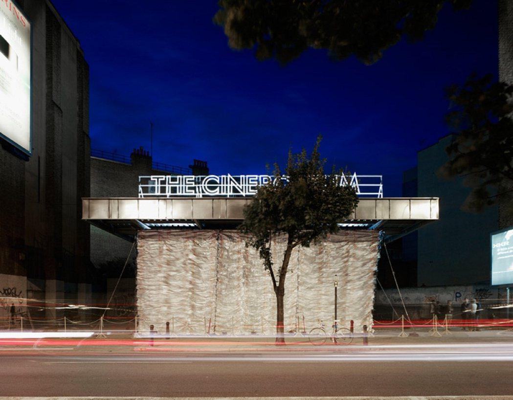Assemble將廢棄加油站改造為電影院。圖/取自Assemble官網
