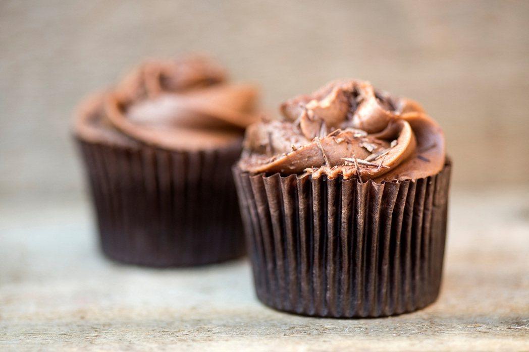 「從充滿杯子蛋糕的一歲生日起,我們的大腦就被綁架了。」 圖/ingimage