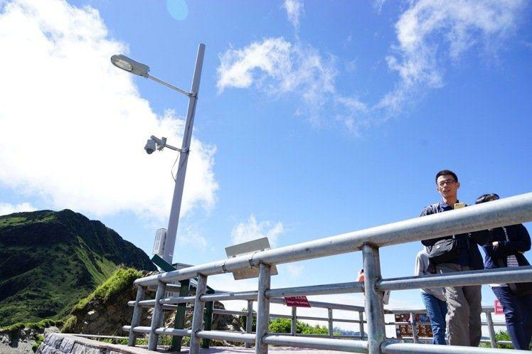 公路總局在武嶺平台設置路燈,被天文愛好者痛批不僅影響當地生態、也影響觀星。 攝影...