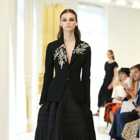 秋冬訂製服/Dior回歸經典黑與白