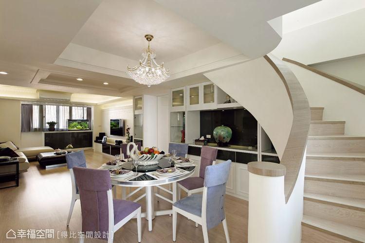 ▲餐廳的餐椅是與夫妻一同生活幾十年的舊物,保留了幾十年來的舒適乘坐觸感,在覆上新...