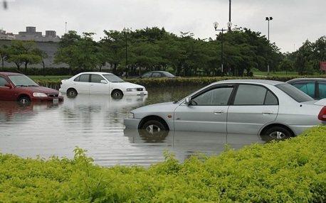 強颱來襲 老司機教你怎麼停車移車
