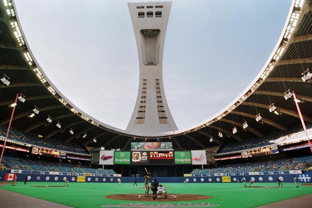 傾斜的高塔,原本的設計目地是為了將將體育館巨大的頂棚給吊起來。 圖/路透社