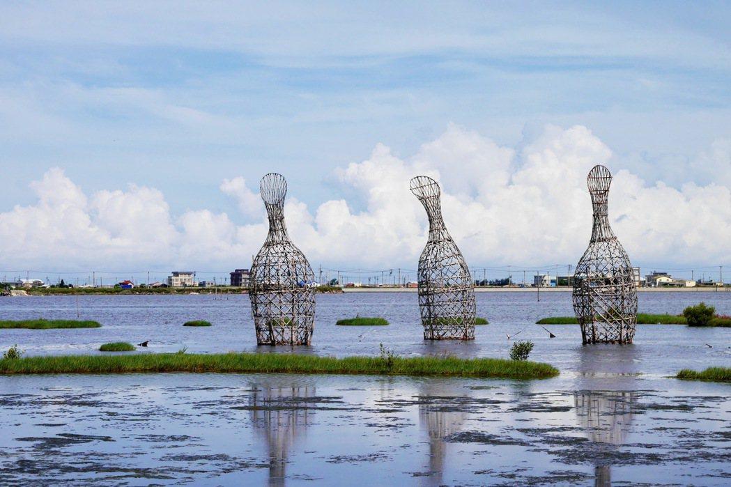 竹製的裝置藝術呈現出猶如候鳥的姿態。 記者陳威任/攝影