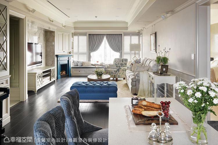 ▲從寶藍色壁爐作為起始點,不同深淺的藍調也在各處串聯,增添整體美感。