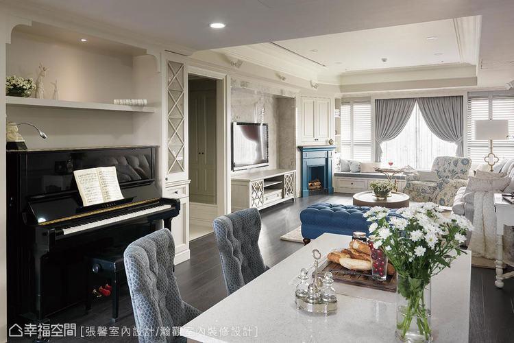 ▲餐區整合廚房中島、鋼琴,形成三角形動線關係,空間用途更休閒多元。