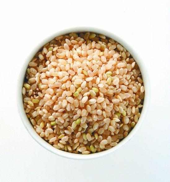 建議三餐以「維持原態」全榖雜糧代替精緻穀類為主食。 本報資料照片
