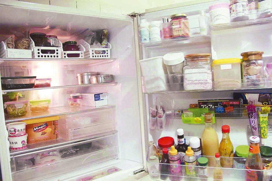 颱風停電後應先將放置冷藏的食物取出,以免悶在冰箱中壞掉。 本報資料照片