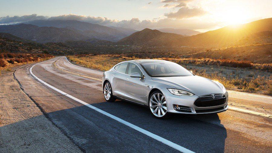 這次軟體升級將主要對Autopilot功能進行優化。 Tesla提供