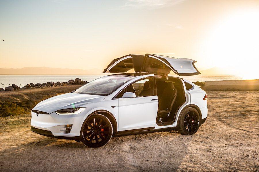 預計在幾個禮拜後原廠就會正式放出更新。 Tesla提供