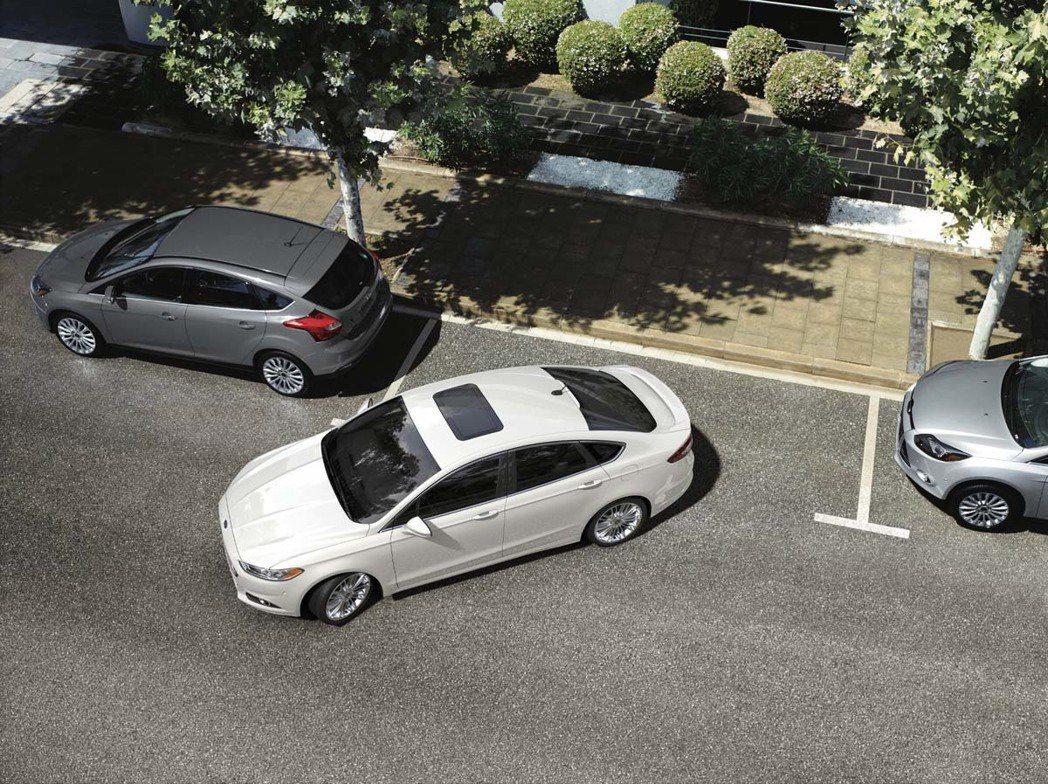 Ford將自動停車功能導入在旗下多款車子裡頭,台灣則有包括Focus及Kuga等...