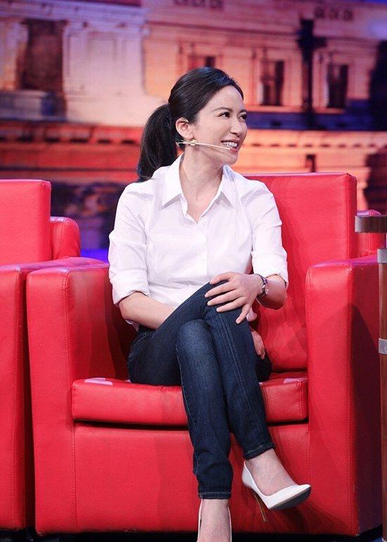 正確的坐姿對於職場中的女性也很重要,所以坐在辦公室的你應該保持頸部直立,可以只坐...