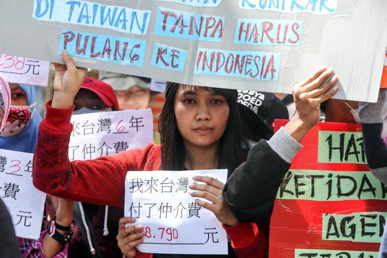 台灣移工聯盟與移工前往立法院陳情,盼能完成就服法地52條修法,不必每三年出境一次...