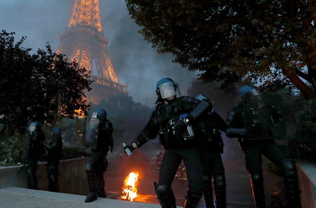 戰神廣場附近的騷亂。 圖/路透社