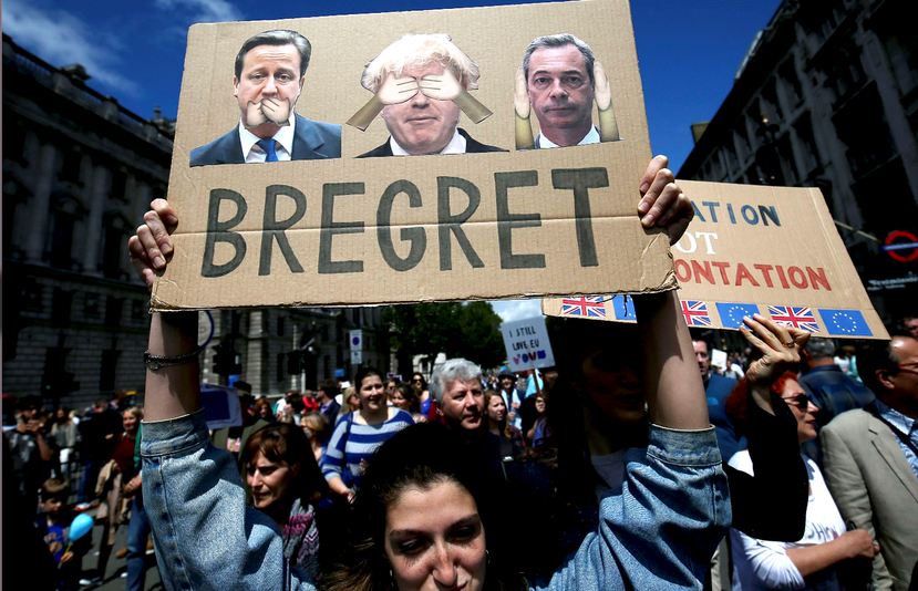 脫歐公投結束才三個禮拜,首相卡麥隆(左)決定請辭,脫歐第一戰將強森(中)表態不角...