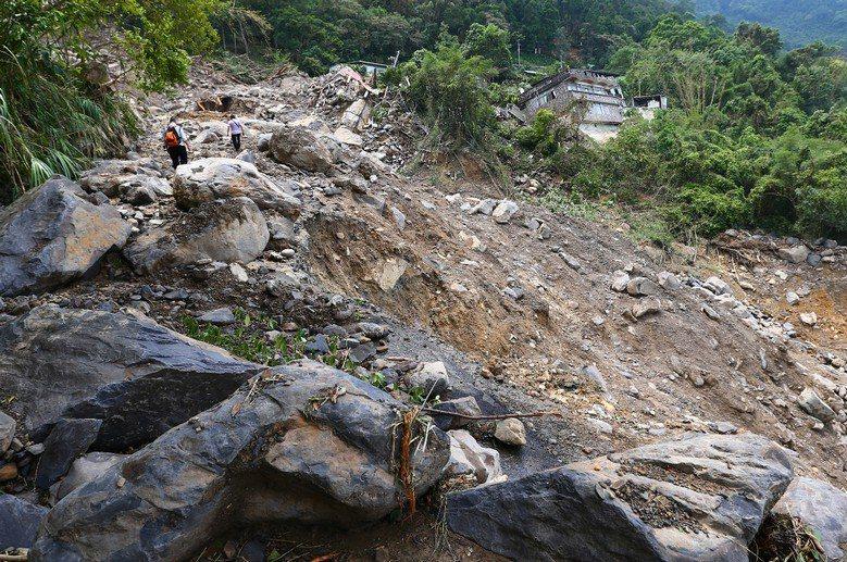 2015年蘇迪勒颱風過境,造成烏來發生土石流,忠治村一帶嚴重走山。 攝影/記者王...