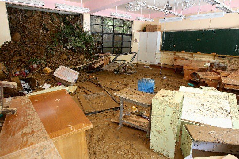 2015年蘇迪勒颱風造成烏來發生土石流,圖為烏來國小遭土石流沖入一景。 攝影/記...