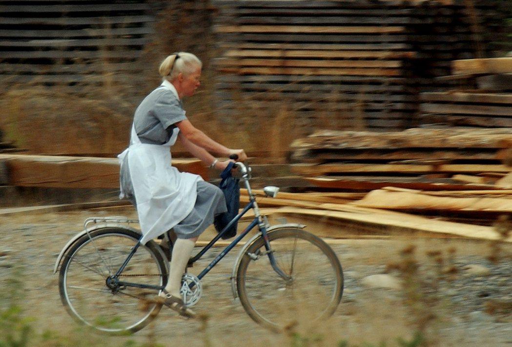 「尊嚴殖民地」也更名為「巴伐利亞別莊」,從教會公社轉型成德國風格的渡假觀光小村,...