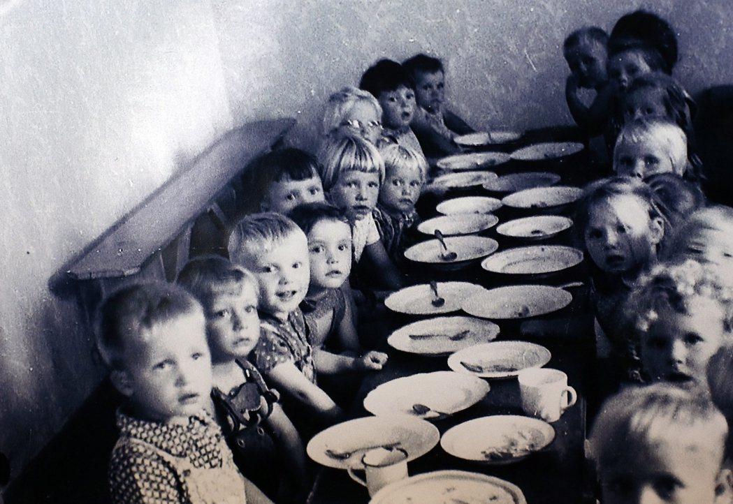 智利調查發現,在超過30年的「殖民」過程中,希弗與其黨羽屆由移民招募、孤兒收容、...