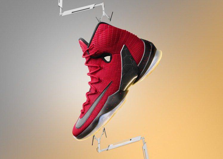 NIKE為詹姆士大帝設計的「LEBRON 13 Elite」戰靴,在球場助他一臂...