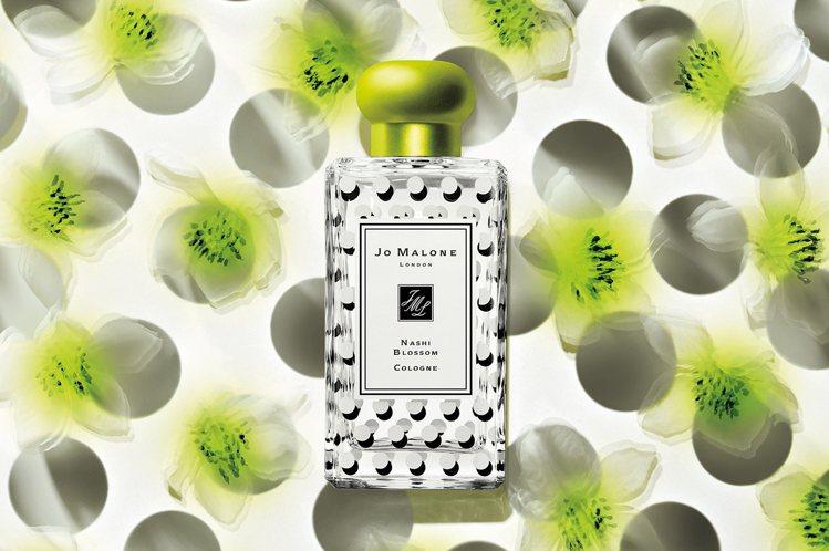 JO MALONE每年推限量品,水梨花蕾的純白花瓣搭配黑色雄蕊,產生驚豔的圓點效...