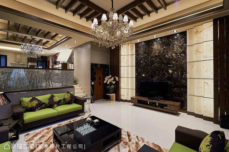 ▲活用重色:麗合設計工程在公領域搭以風格強烈的黑色調,創造出獨特又不失性格的室內...