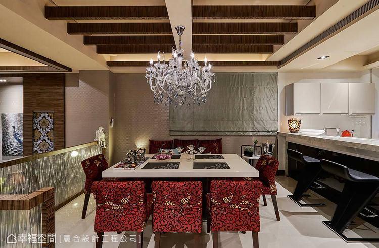 ▲餐廳:天花結合格柵意象,搭配印花線條的古典座椅,再飾以水晶吊燈,營造出別緻優雅...