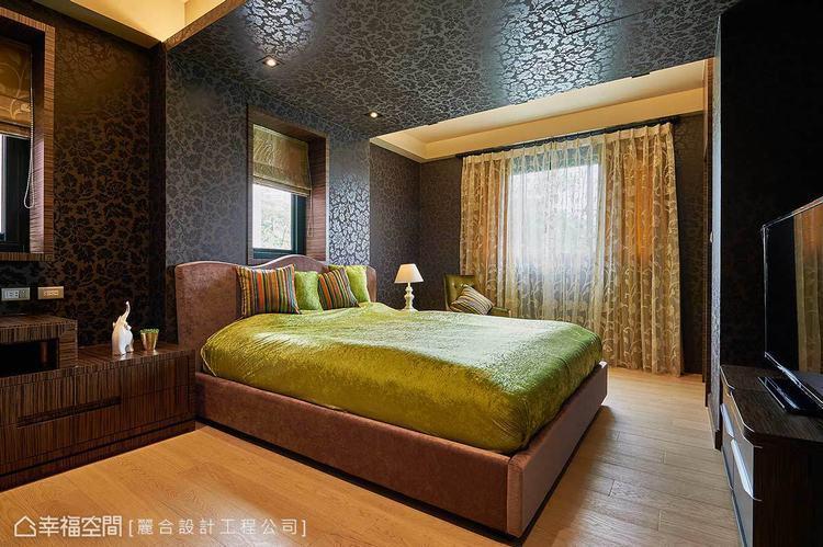 ▲男孩房:床的上方以木作L型結構為設計,透過視覺美感來修飾天花大樑。