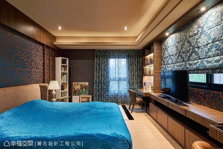 ▲女孩房:藍色系成為臥室的風格用色,壁面與窗簾則利用印花圖騰的意象,注入浪漫氣息...