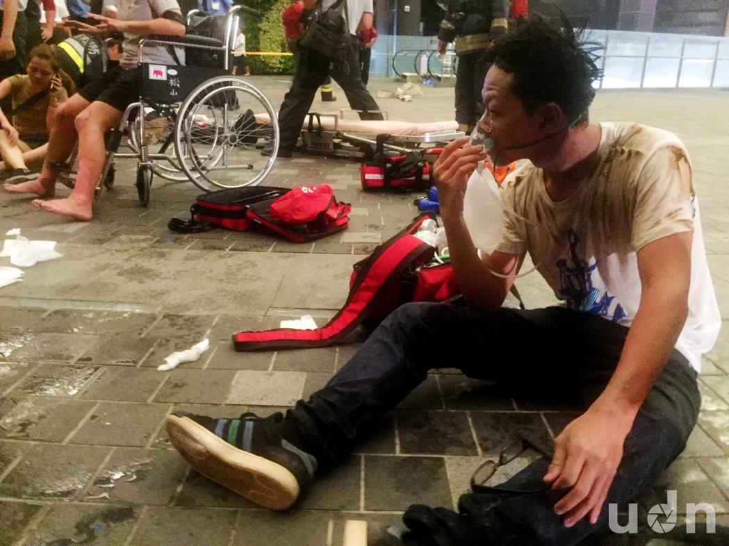 台鐵1258次(區間車)7日在松山站3股第6車驚傳車廂爆炸,約有旅客數十人受傷,...