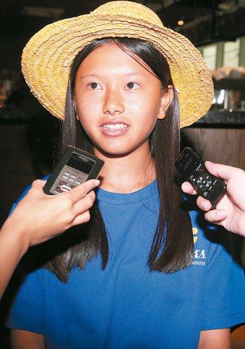 台東「孩子的書屋」學員之一的陳宜琳,雖然一開始有點暈船,但仍堅持到底。 記者徐兆...