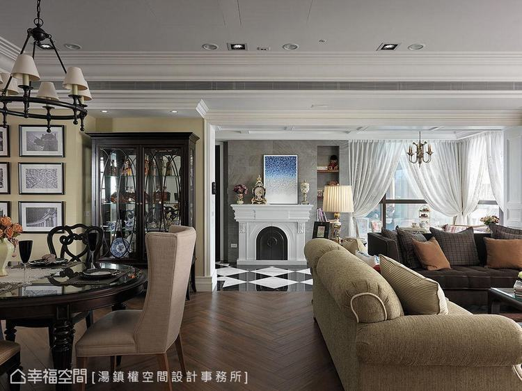 ▲壁爐:安排於門邊的造型壁爐不僅增添古典氣息,更是公私領域的美麗視覺端景。