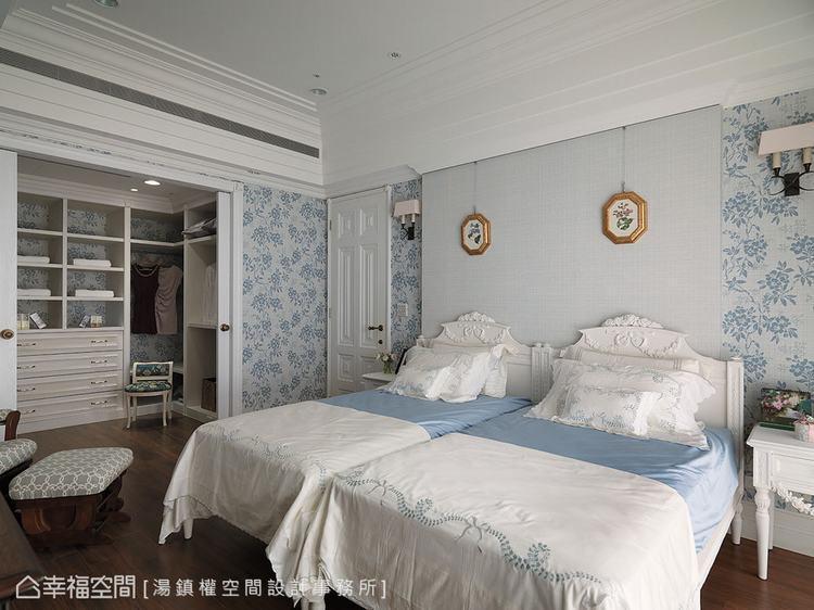 ▲主臥房:水藍色壁紙增添主臥房暖度,營造溫馨臥眠氛圍。