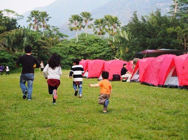 夏天來了,家長們會帶著孩子到戶外露營,享受親子關係。 記者宋柏誼/攝影