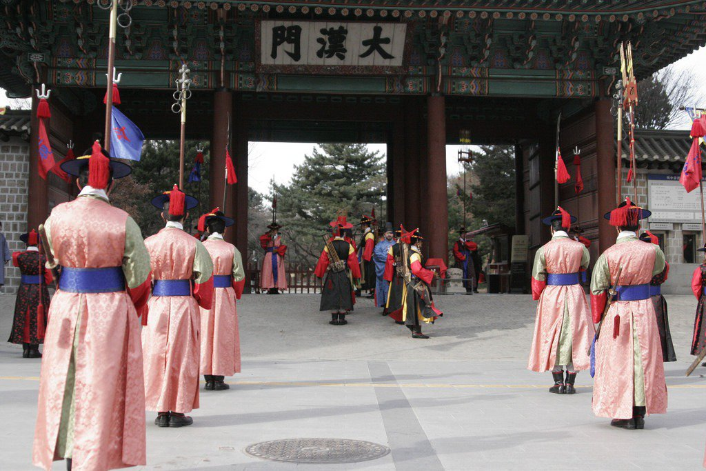 大漢門王宮守門換將岡儀式。 photo credit:Flickr