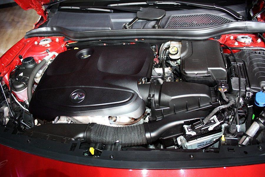 Q30 2.0t車型搭載2.0升渦輪引擎,馬力達211匹。 記者林和謙攝影